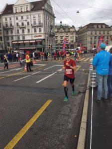 crossfirecoaching Athlet auf der Strecke des Swiss City Marathon Luzern